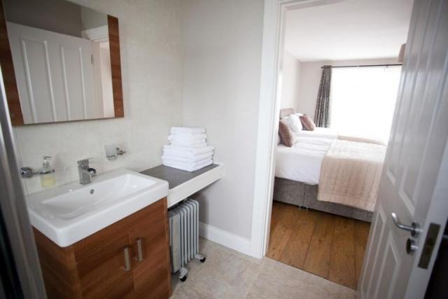 Cahermaclanchy House Doolin B&B bathroom