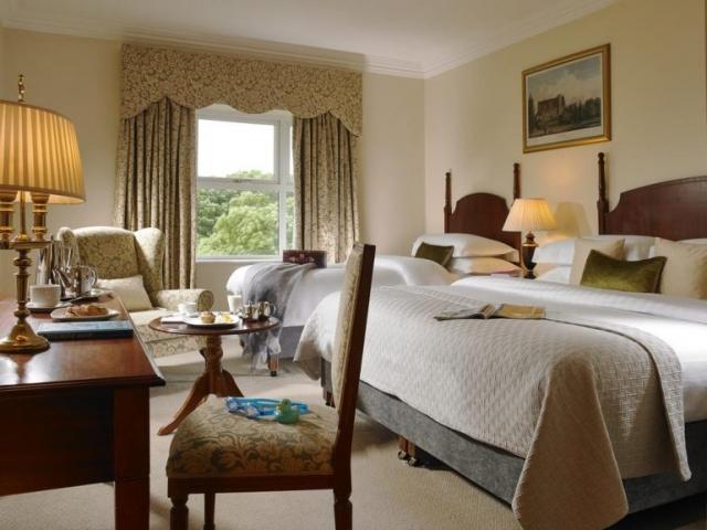 hotel woodstock in ennis bedroom 2