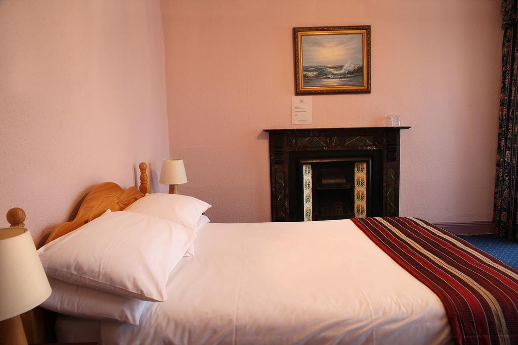 Tubridy House B&B Cooraclare Bedroom 1