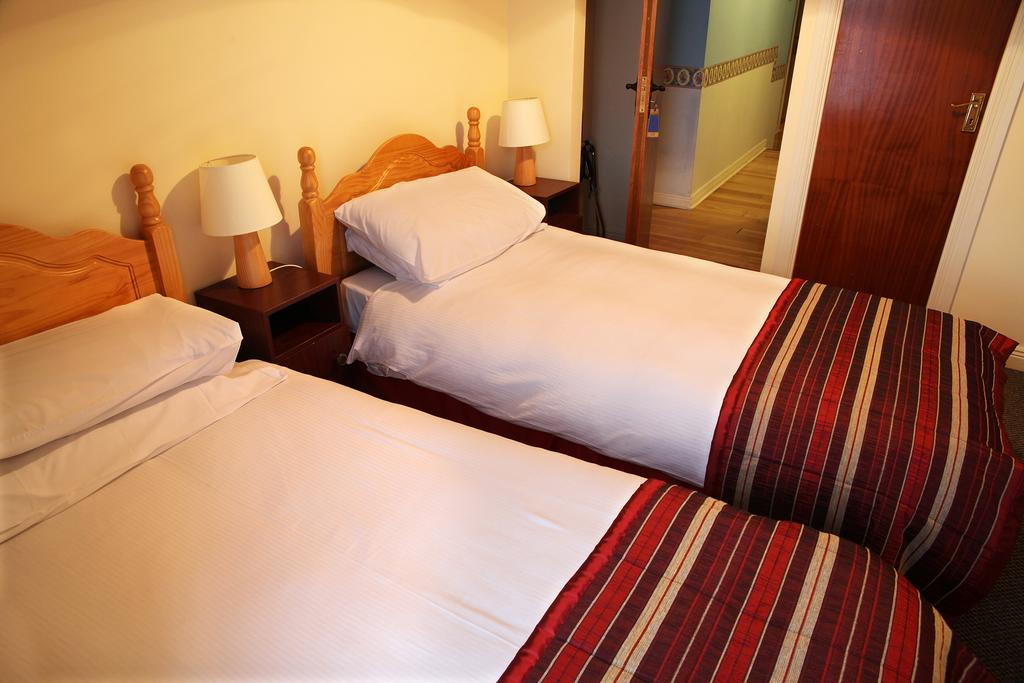 Tubridy House Cooraclare bedroom 2