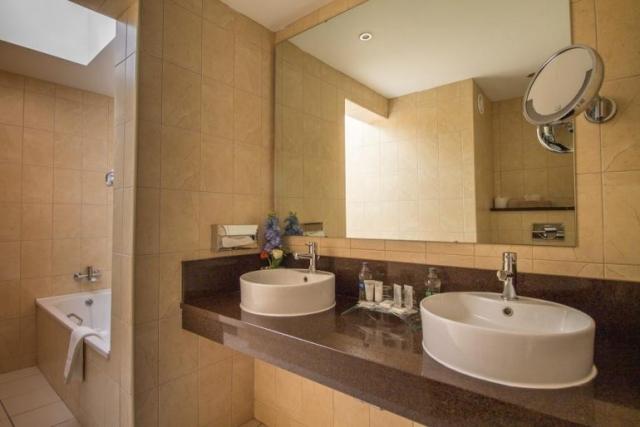 bunratty castle hotel bathroom