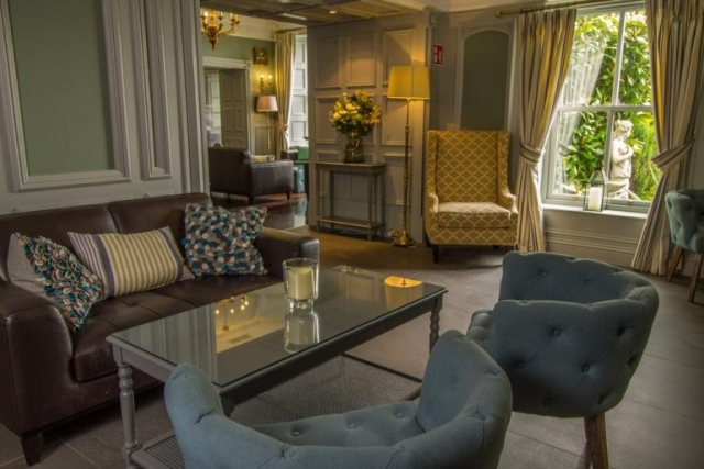 bunratty castle hotel lounge