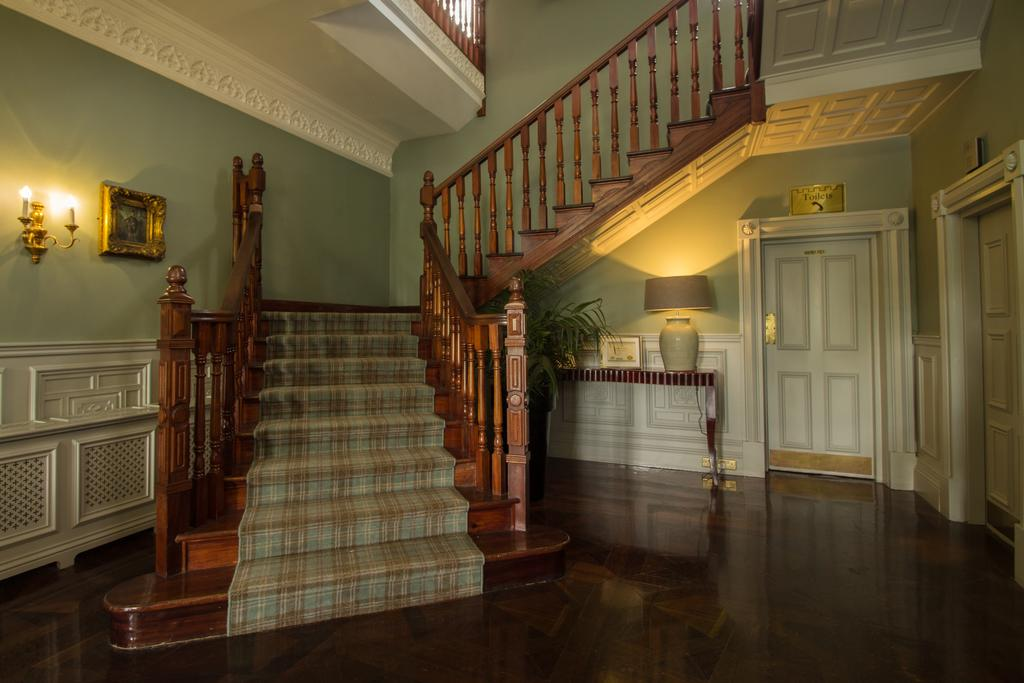 bunratty castle hotel staircase