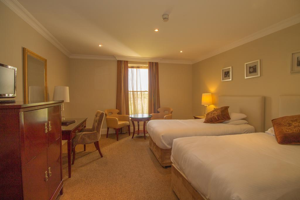 bunratty castle hotel double bedroom