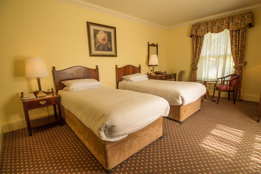 bunratty castle hotel twin bedroom