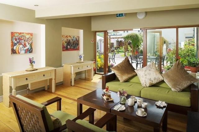 hotel doolin lounge