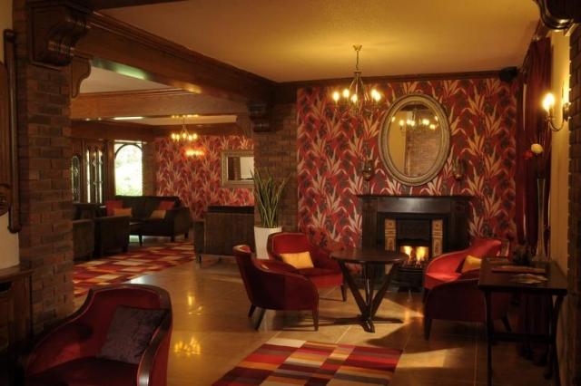 Ennis Hotel - Auburn Lodge Lounge