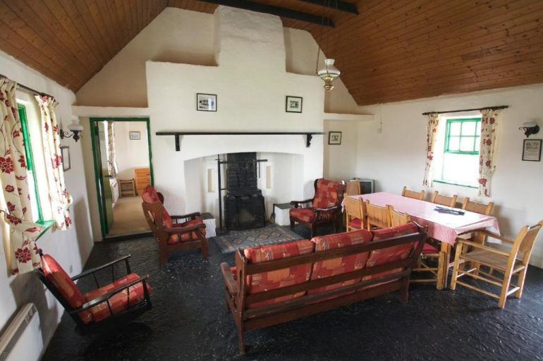 ballyvaughan self catering cottages sitting room