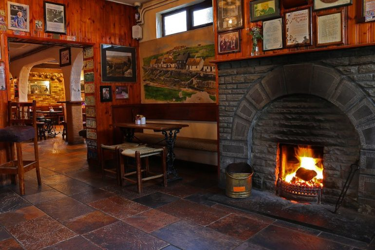 Gus O'Connor's lounge